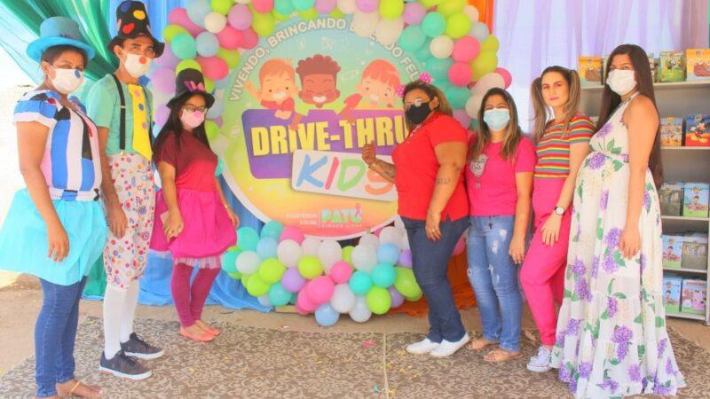 Assistência Social realiza drive-thru para crianças