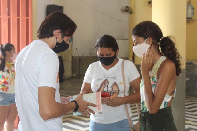 Adolescentes de 13 anos ou mais são vacinados contra Covid-19 em Caraúbas