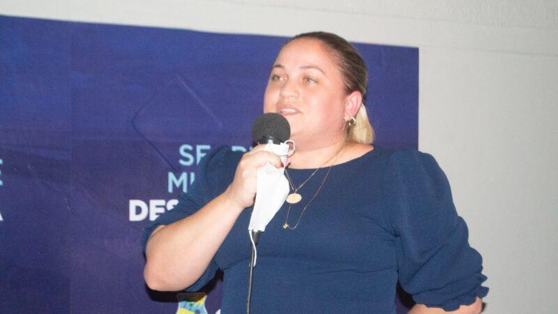 Cinthia Sonale participa de reinauguração da sala do empreendedor