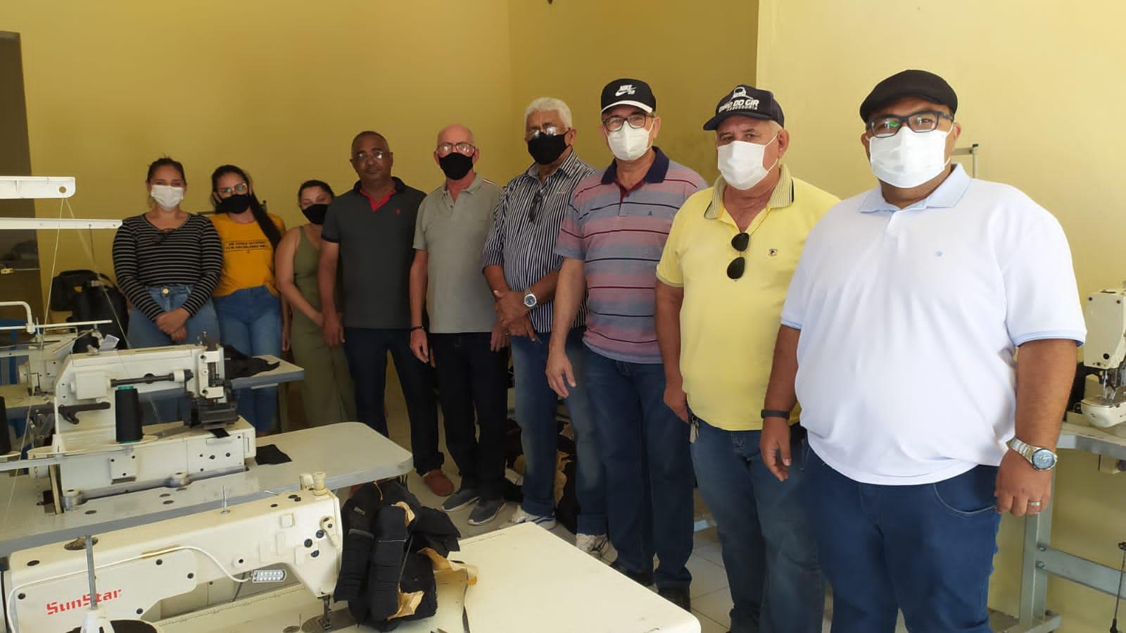 Equipe administrativa da Prefeitura de Caraúbas visita instalações de Oficina de Costura