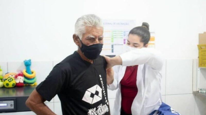 Covid-19: doses de reforço chegam para Idosos de 60 e profissionais da saúde