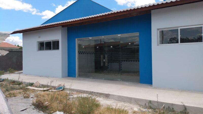 Gestão de Allyson Bezerra mantém UBS do Jardim das Palmeiras, construída em 2020, fechada