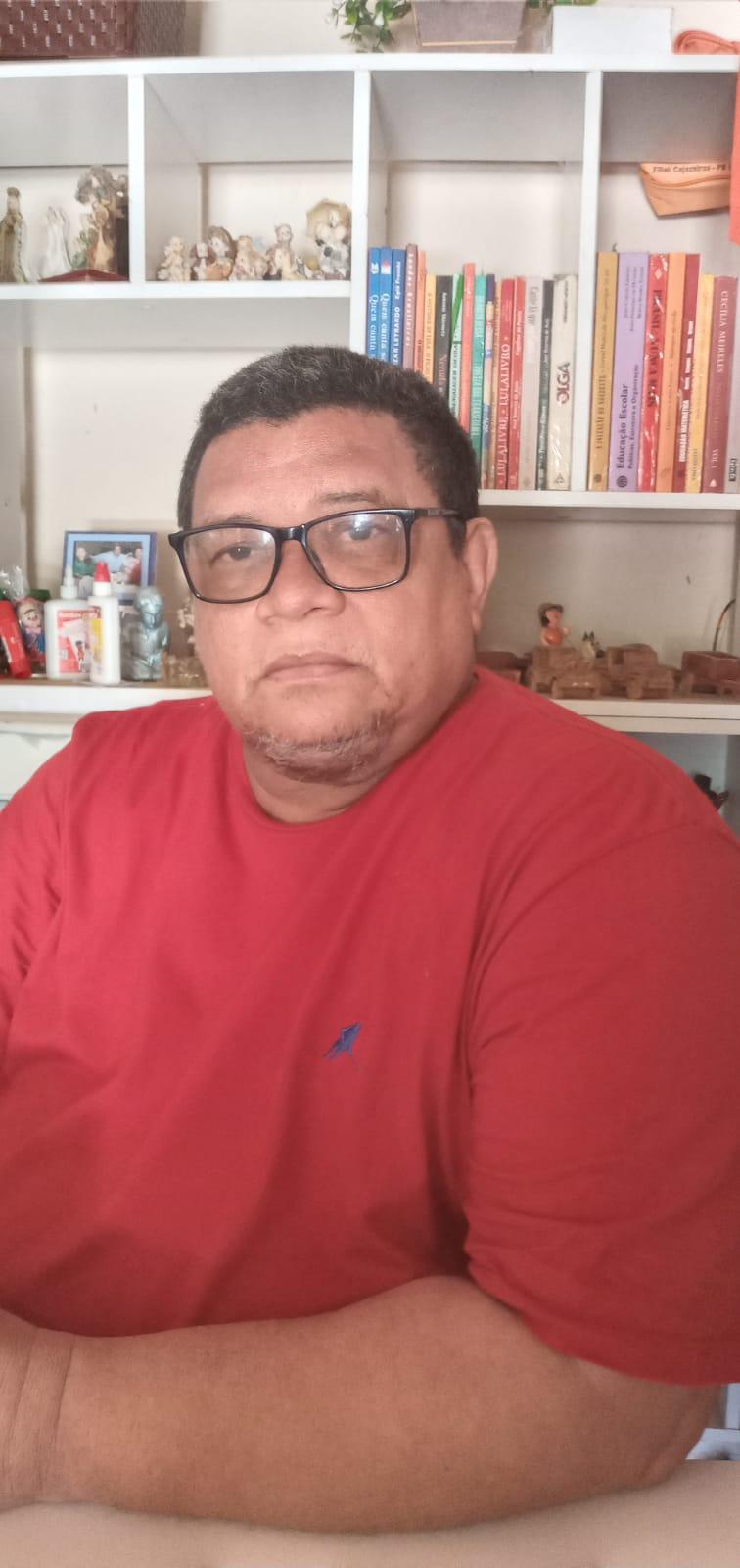 Professor Valdécio Fernandes e o uso do cordel na arte de promover educação